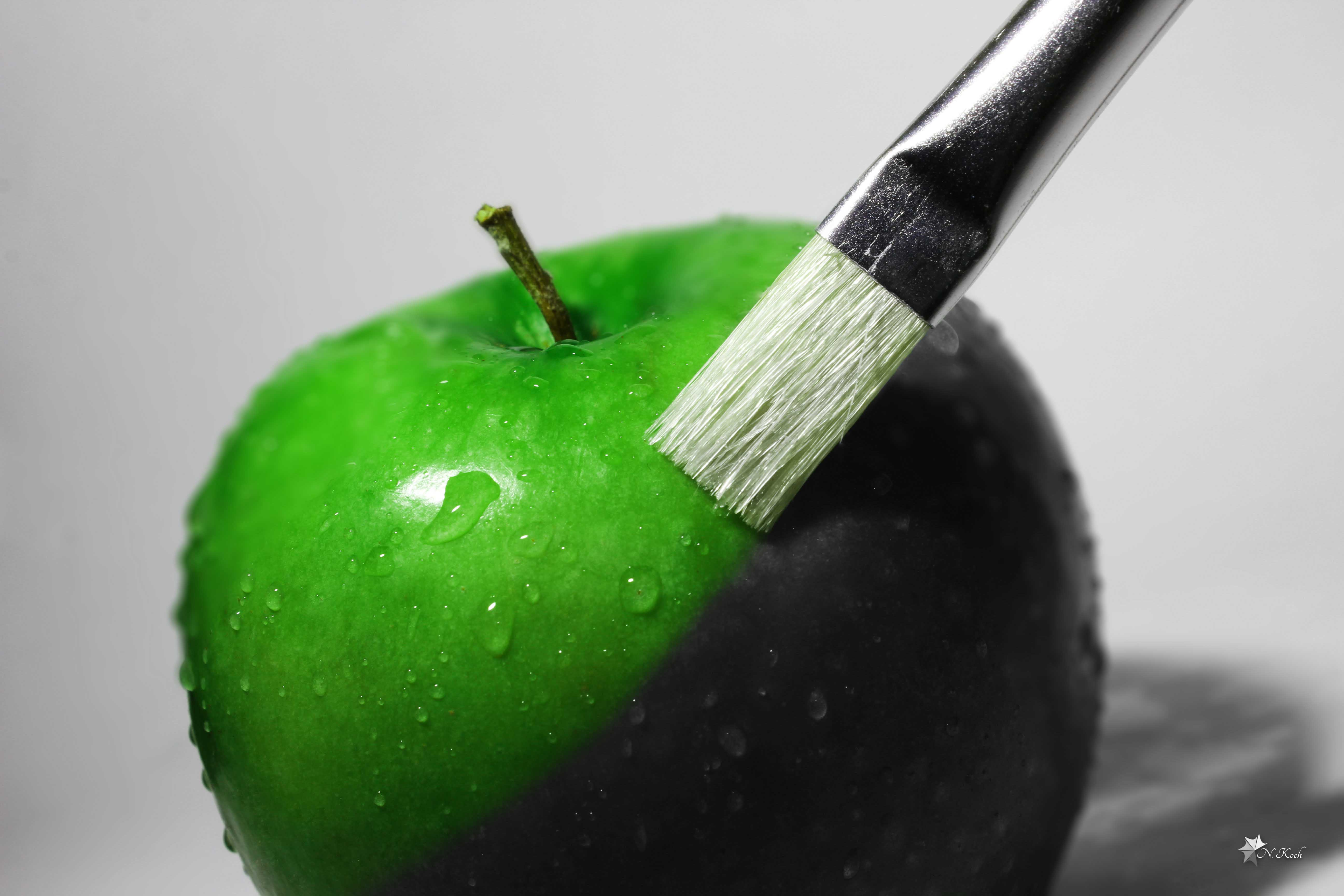 2014, Apple | Colorizing an apple